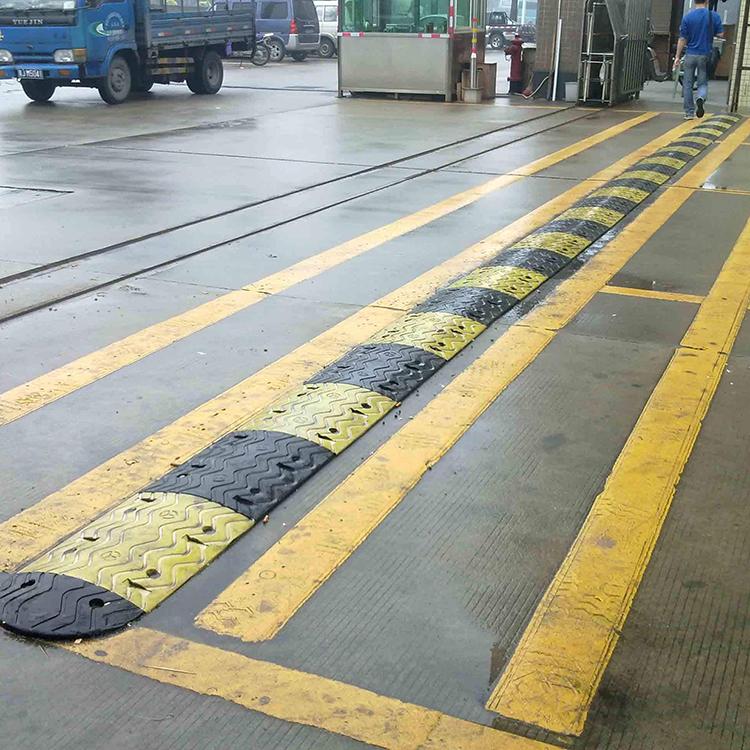 工厂直销减速带  长春减速带厂家 减速带量大从优